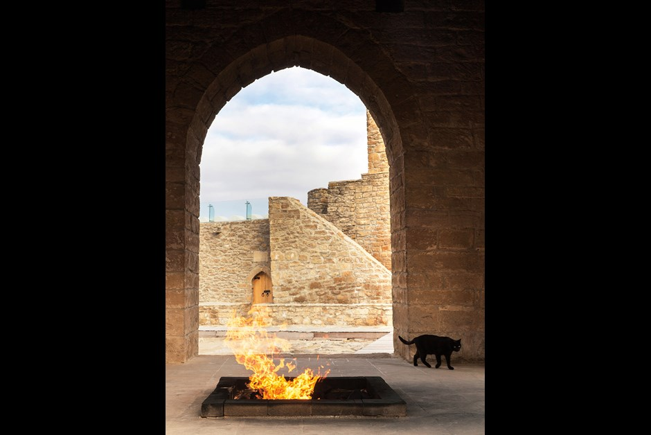 KNECHTEL_BAKU_ETERNAL FLAME-7944_HIGHRES