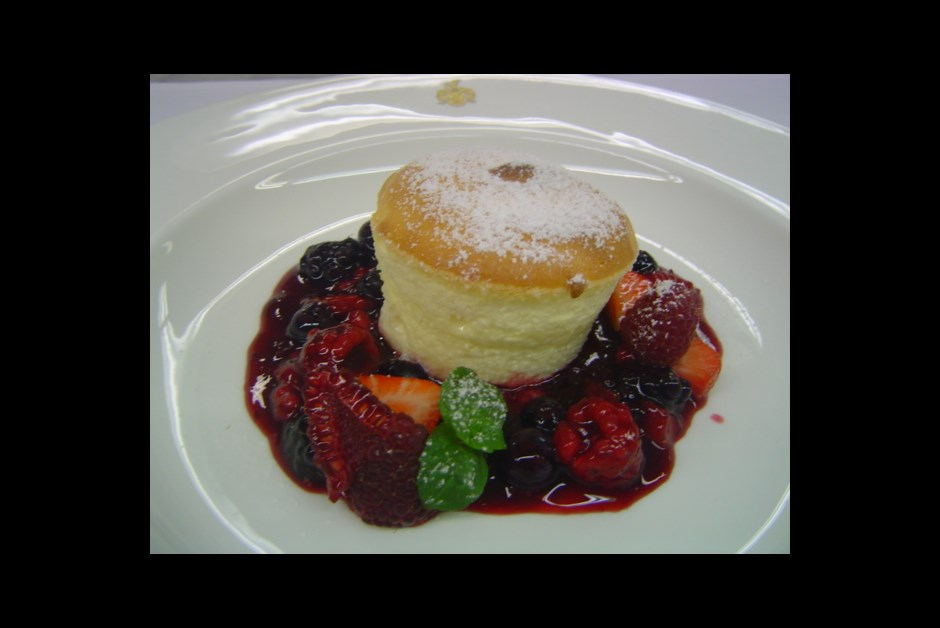 """Curd soufflé with """"Hamburger"""" red fruit jelly"""