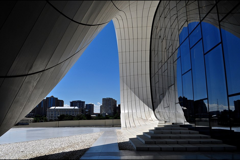 Heydar Aliyev Cultural Center - A vision of serenity