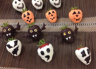 Spooky Chocolate Covered Strawberries