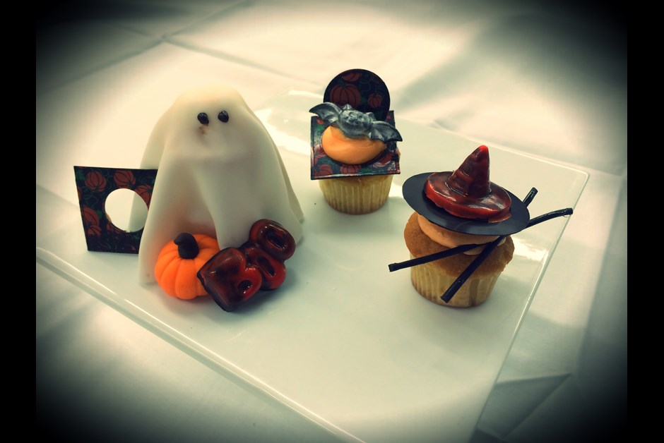 Halloween ghosts cupcakes