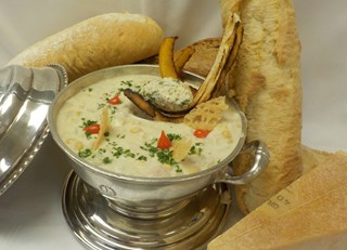 Corn chowder & crab quenelle