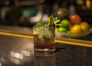 Earth hour signature cocktail: l'Aurore