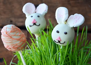 Lemon Cake Pops - perfect for Easter!