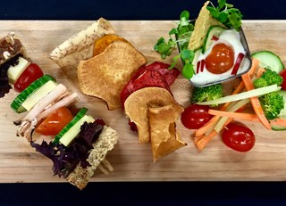 Turkey brochette sandwich, tzatziki sauce dip with oven-cooked vegetable chips