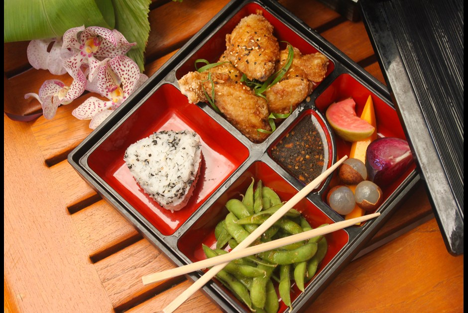 big island chicken wing bento box lunch fairmont moments. Black Bedroom Furniture Sets. Home Design Ideas