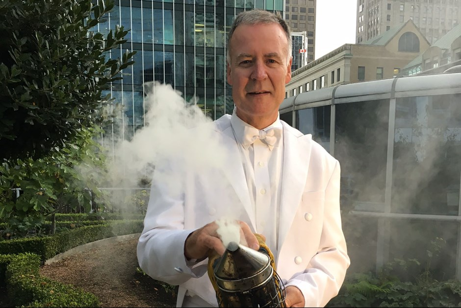 THE LAST OF THE SUMMER BEES ~ THE BUZZ ON FAIRMONT BEES WITH BEE BUTLER MICHAEL KING