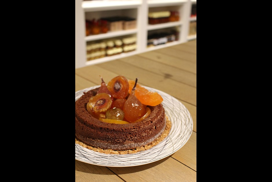 Spiced chocolate ring cake with candied fruits